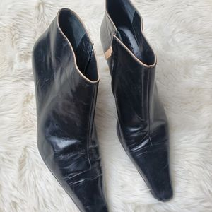 Kate spade Vin black leather ankle boots size 8.5
